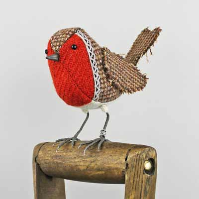 bird sculpture robin